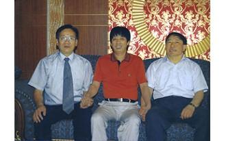 中国建材工业协会副会长邹传胜(右),中国建材工业协会铝塑分会理事长(张中)来访海达